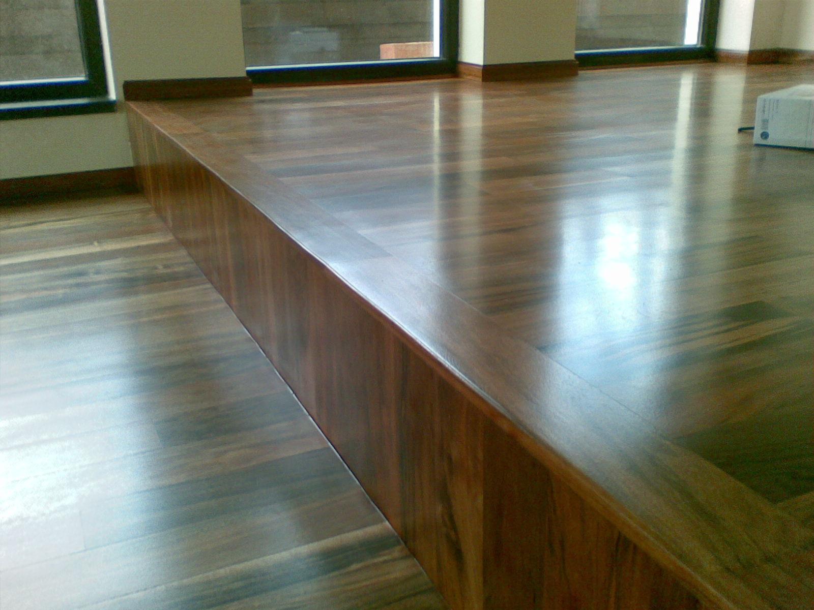 parchet lemn masiv iroko